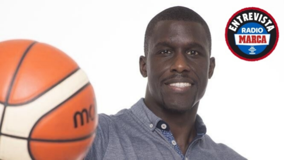 """Savané: """"El racismo en el fútbol se frenaría si, cuando hay gritos, todos los jugadores se unen y se van del campo"""""""