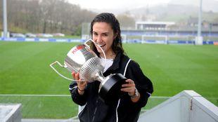 Nahikari, con el trofeo de MARCA a la jugadora revelación de la...