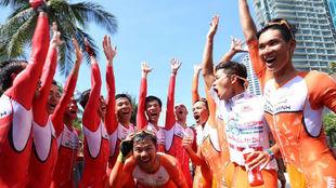 Sardá, junto a sus compañeros del Thanh Pho Ho Chi Minh