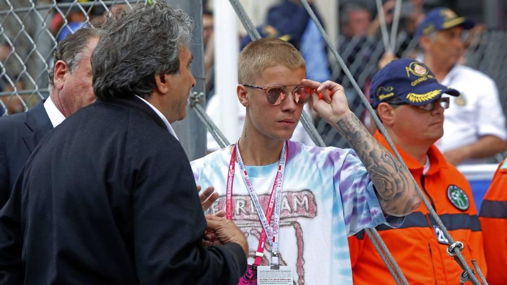 Anonymous insinúa que Bieber fue víctima de abusos infantiles en la...