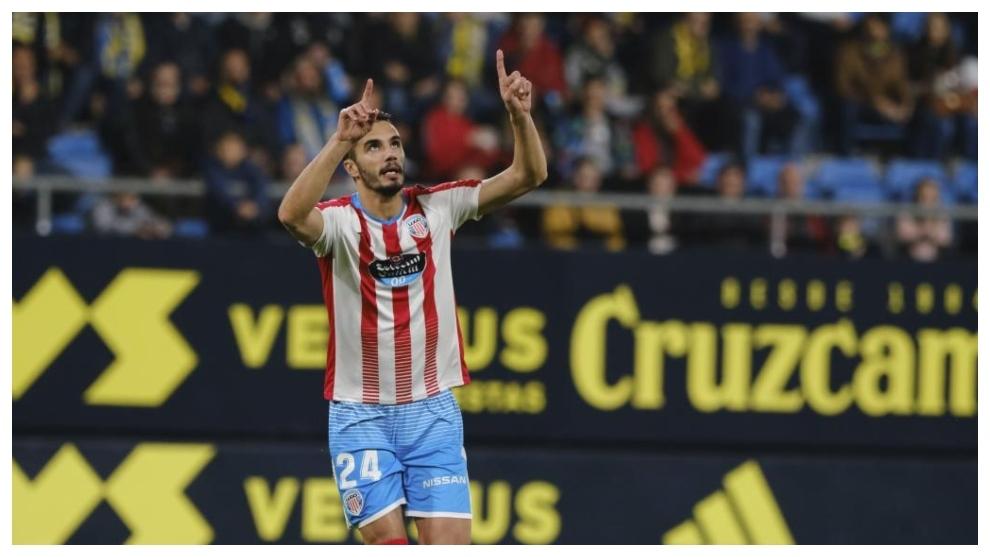 Iriome celebra el gol que marcó al Cádiz en el Carranza