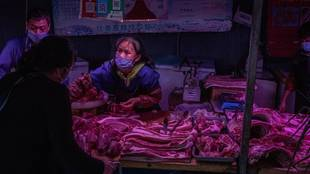 Carnicería en un mercado de China, donde eran habituales los puestos...