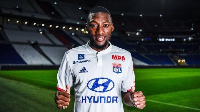 Toko Ekambi se queda en el Lyon