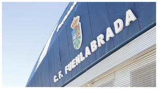Fachada principal del estadio del Fuenlabrada