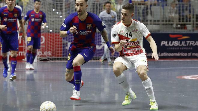 RIvillos y Fernando disputan un balón en la pasada Copa de España.
