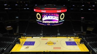 Panorámica del Staples Center antes de un partido de los Lakers.