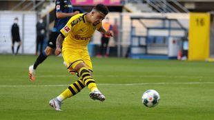 Sancho (20) dispara a puerta en el último partido del BVB.