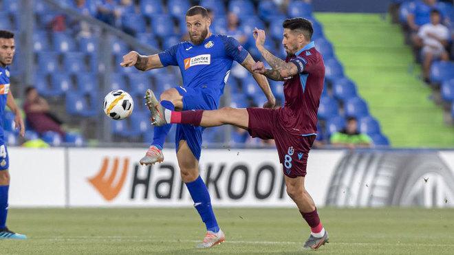 Lance del partido entre el Getafe y el Trabzonspor de esta Europa...