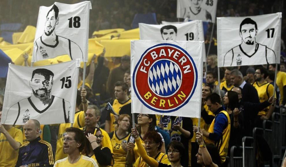 Las gradas durante un partido entre el Alba Berlín y el Bayern...