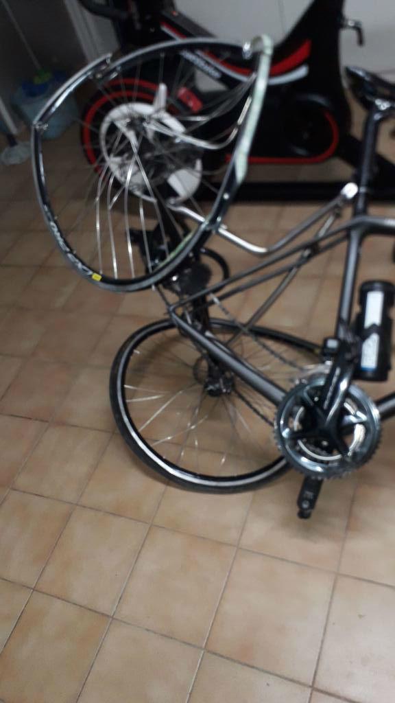 Así ha quedado la bicicleta de tres ruedas de Joan Reinoso.