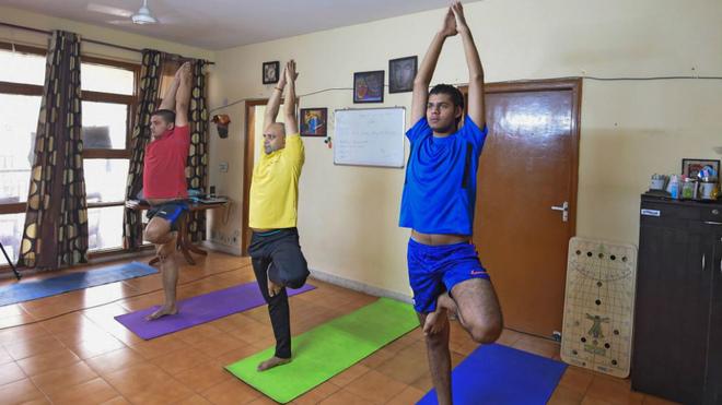 """La iglesia ortodoxa griega rechaza el yoga por """"ser incompatible con la fe cristiana"""""""