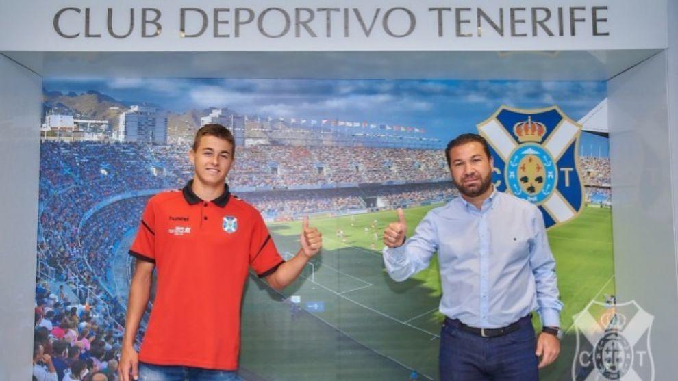 Jorge Padilla, junto al director deportivo Juan Carlos Cordero