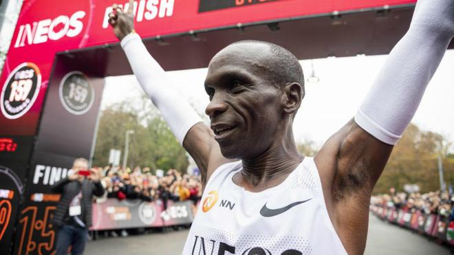 Este fin de semana puedes correr un maratón en el equipo de Kipchoge o Bekele
