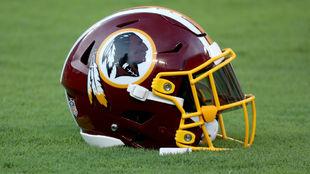 El casco con el que juegan los Washington Redskins