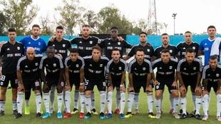 Uno de los equipos de Deportivo Riestra durante un partido.