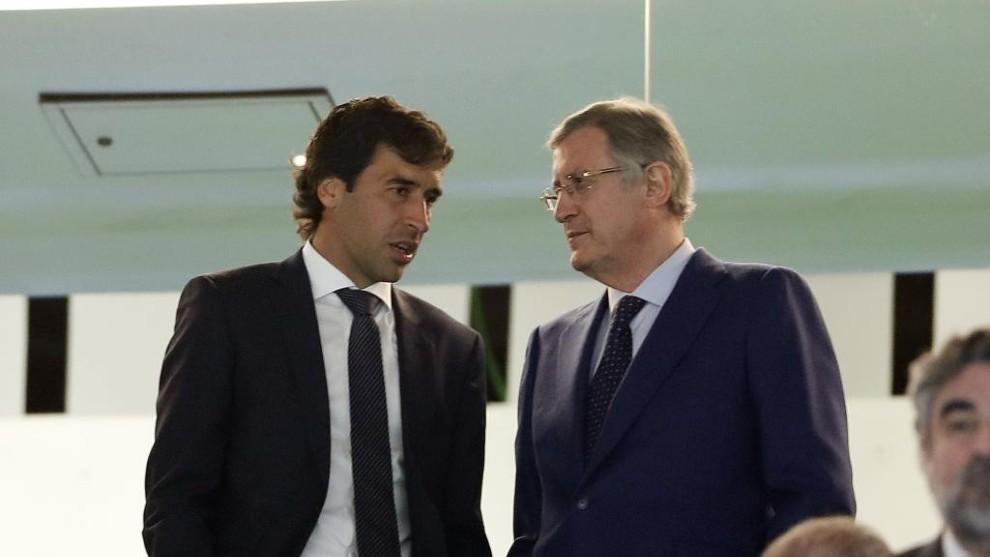 Raúl junto a Ramón Martínez.