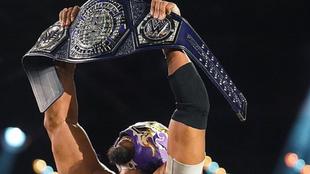 El mexicano, Hijo del Fantasma, se corona en la WWE.