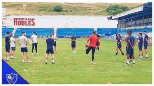 Los jugadores del Linares entrenando para preparar los...