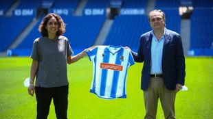 Natalia Arroyo, con Jokin Aperribay en su presentación en el Reale...