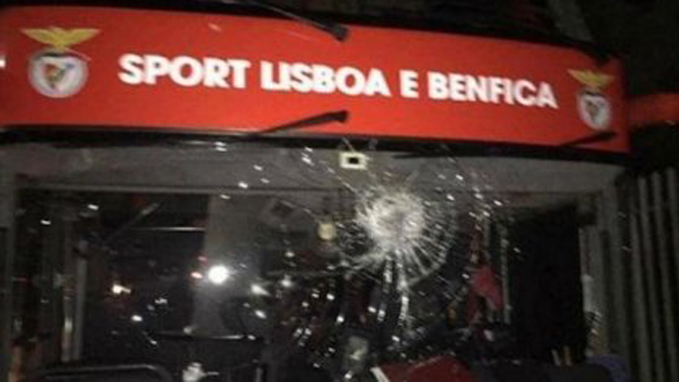Two Benfica players taken to hospital following bus attack