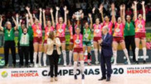 El Voleibol Logroño levanta su sexta Copa de la Reina.