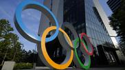 Los aros olímpicos delante del Museo Olímpico de Tokio.