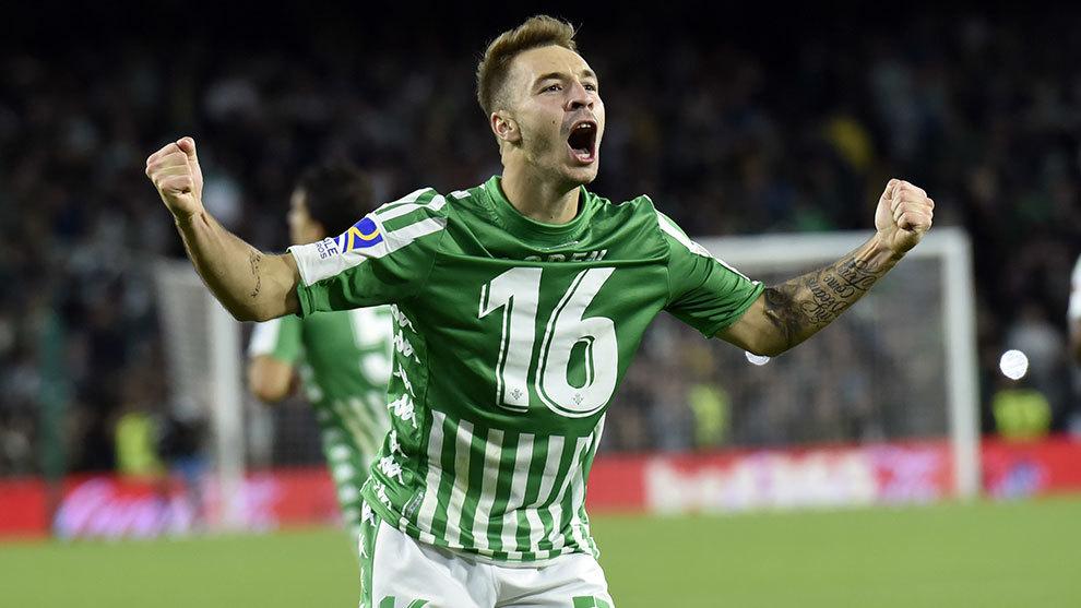 El delantero verdiblanco ha ampliado su contrato hasta el 30 de junio...