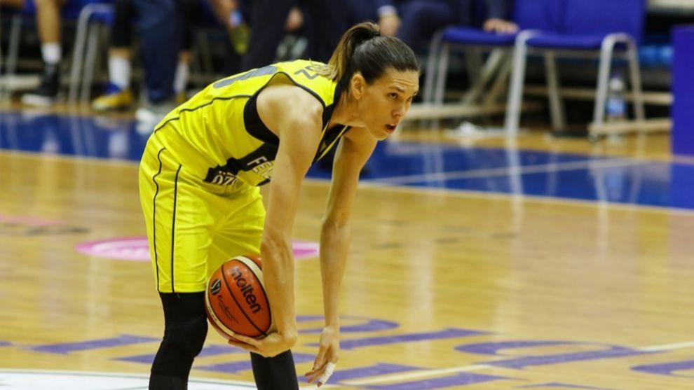 Anna Cruz, en un partido con el Fenerbahçe.
