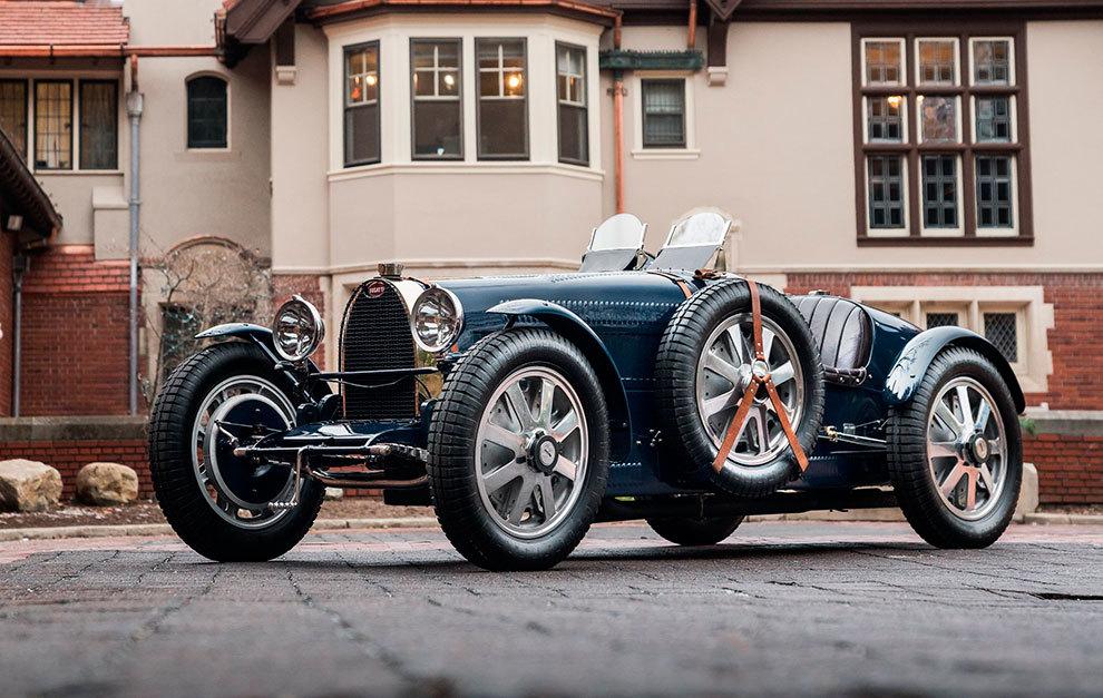 De forma artesanal, estas réplicas de Bugatti se construyen en sólo 30 días.