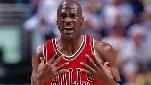 """""""Cada jugador de la NBA debería darle el 10% de su sueldo a Michael Jordan"""""""