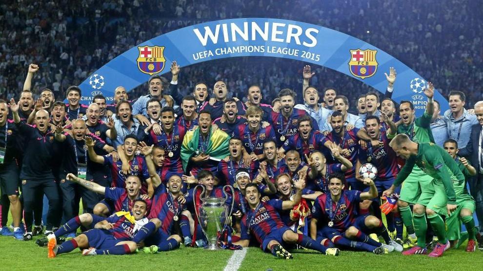 Los jugadores del Barça celebran la Champions en el Olímpico de...