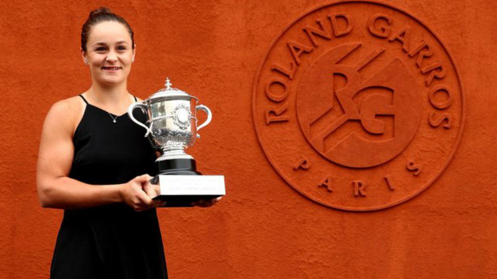 Barty, con el trofeo de Roland Garros de 2019
