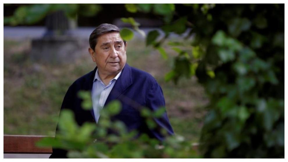 Augusto César Lendoiro, dando un paseo, en el dia de su 75...
