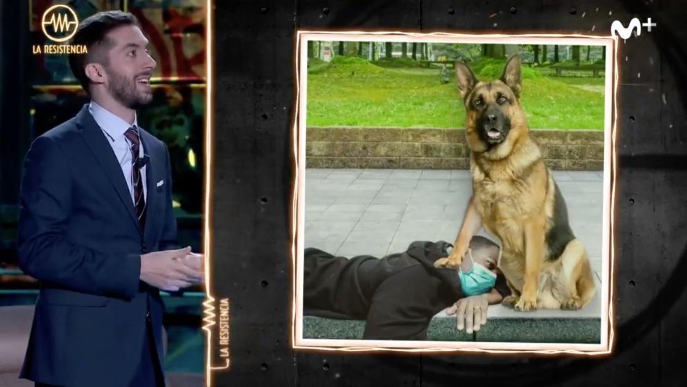 El chiste de Broncano juega con la imagen de un perro policía que...