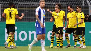 El Dortmund celebra el gol de Emre Can al Hertha Berlín