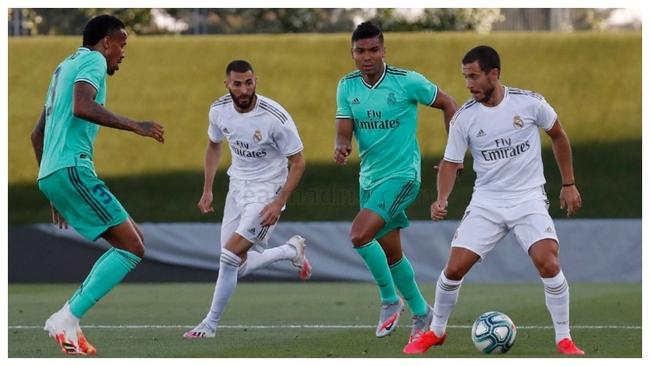 Hazard y Benzema, ante Militao y Casemiro en el entrenamiento de esta...
