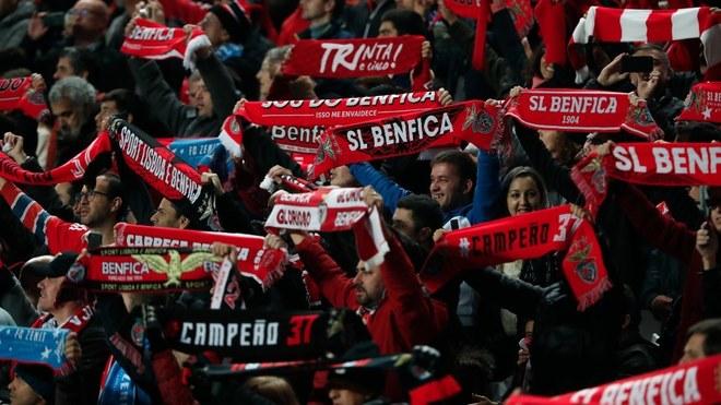 Aficionados del Benfica en el Estadio da Luz.