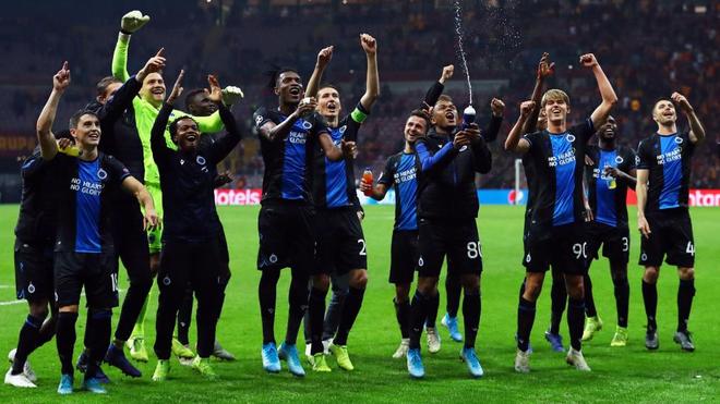 Los jugadores del Brujas celebran el último título de liga.