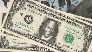 La cara de Michael Jordan en el billete de un dólar.