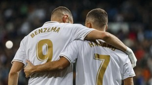 Benzema y Hazard, en la imagen celebrando un gol, son fijos para...