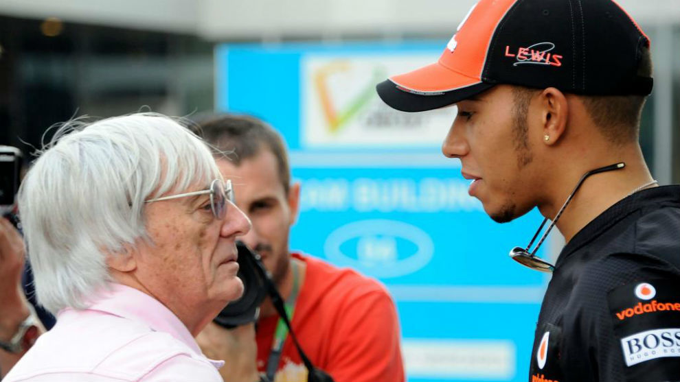 Bernie Ecclestone y Lewis Hamilton, durante una de sus habituales...