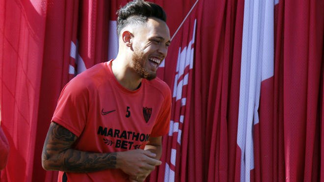 Lucas Ocampos, sonriente en un entrenamiento reciente.