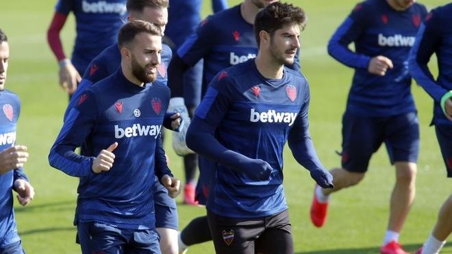 Melero y Borja Mayoral en un entrenamiento del Levante.