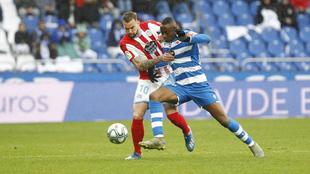 Mujaid pugna por el balón en el partido de liga frente al Lugo en...