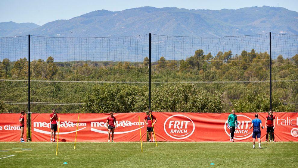 El Girona, durante un entrenamiento en La Vinya.