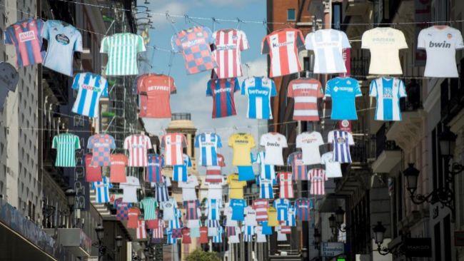 LaLiga 'ha colgado' más de medio centenar de camisetas de alguna de...