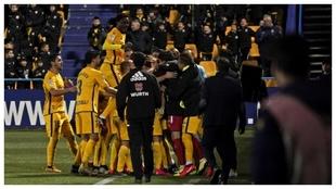 Los jugadores del Alcorcón celebran un gol en  Santo Domingo con los...