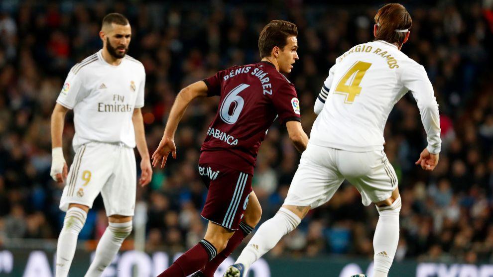 Denis Suárez, conduce el balón ante Sergio Ramos.