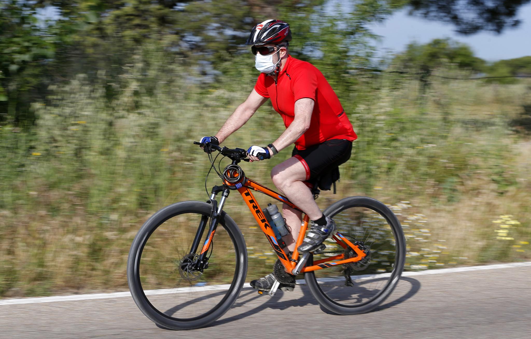 Viajar en bicicleta, como vehículo individual, no requerirá...