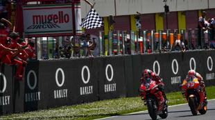 Petrucci, por delante de Márquez, ganó en 2019 en Mugello.